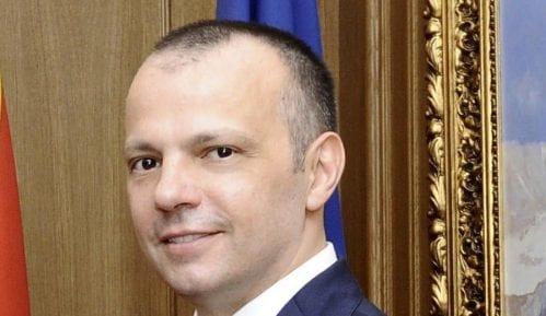 Rodić najavljuje tužbu protiv Vučića 8