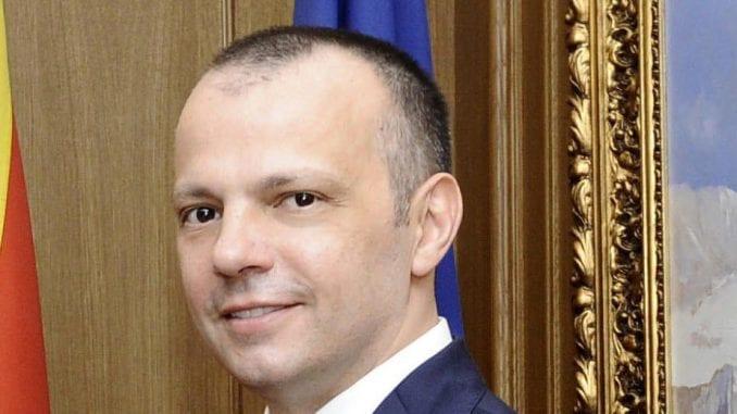 Rodić najavljuje tužbu protiv Vučića 1