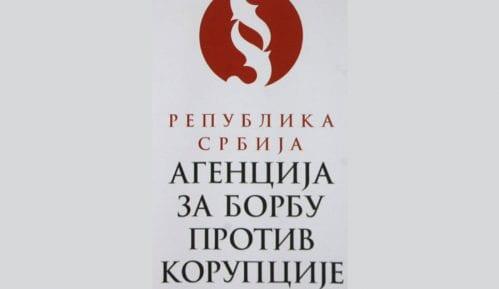 Protest UNS-a i NUNS-a Skupštini Srbije 15