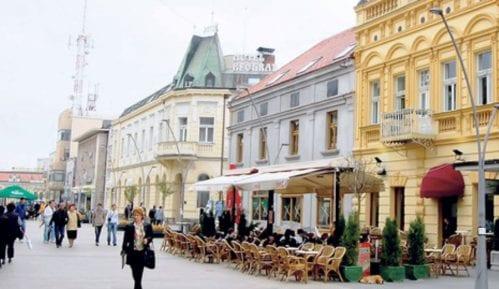 Skupštinsko obezbeđenje pokušalo da spreči opoziciju i novinare da uđu u Skupštinu Čačka 8