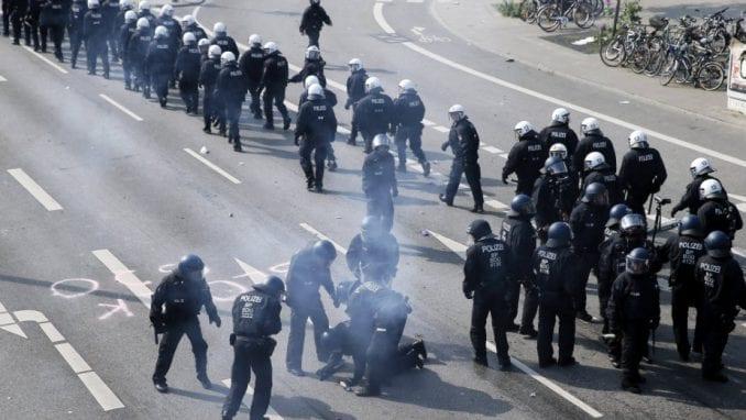 Više od stotinu povređenih u neredima u Hamburgu (VIDEO) 1