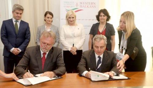 Potpisan ugovor sa EIB o kreditu za kliničke centre 10