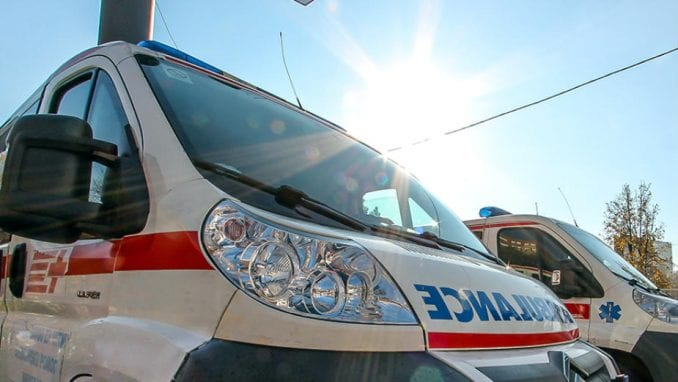 Automobil sleteo s puta kod Rume, tri osobe stradale 1