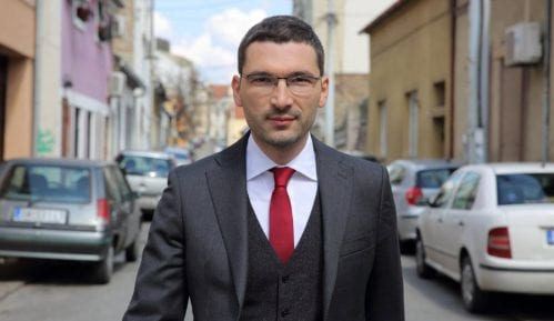 Opozicija traži da vlast hitno prekine praćenje političkih protivnika Aleksandra Vučića 4
