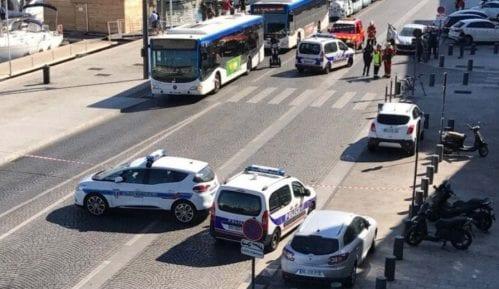 Auto uleteo među putnike na stanici u Marseju, ima žrtava 10