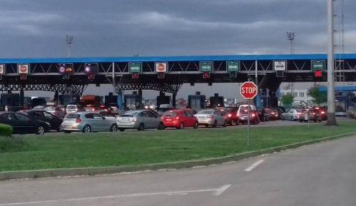Saobraćaj jačeg inteziteta, na izlazu na graničnom prelazu Batrovci kamioni čekaju četiri sata 3