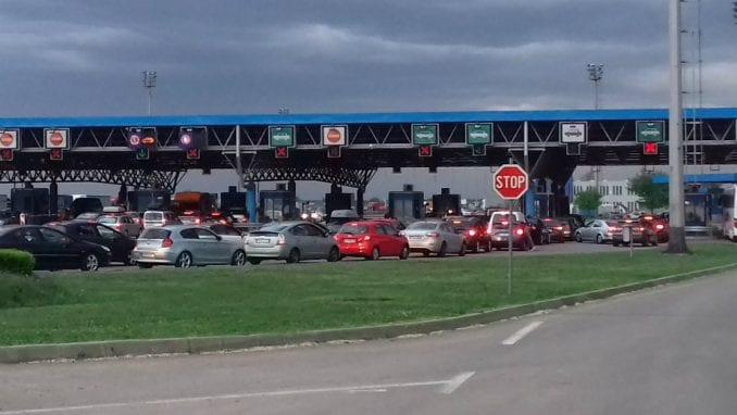 Sa dvoje dece u automobilu provela 12 sati čekajući da uđe u Srbiju 4