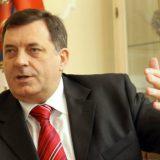 Zapalio se službeni automobil Milorada Dodika (VIDEO) 8