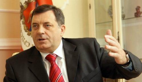 Zapalio se službeni automobil Milorada Dodika (VIDEO) 7