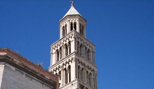U Splitu mladić vitlao nožem, povređeni turisti 11