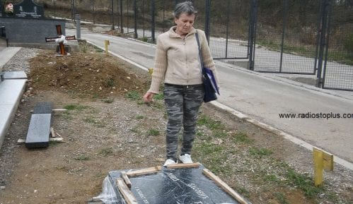 Sekulović: Skandalozno što crkva uređuje groblja 7