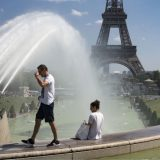 Francuska zabranjuje velika okupljanja zbog korona virusa 10