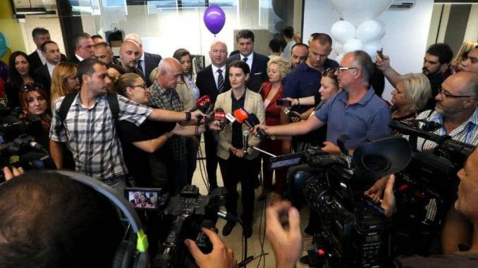 Premijerka se poistovetila sa partijama koje guše medije 1