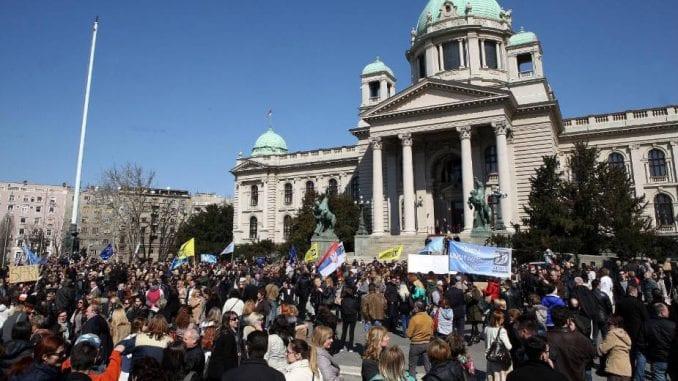 Prosvetari na ulici, ministar preti smanjenjem plata 1