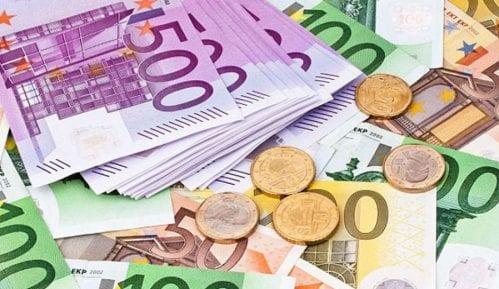 Desetine hiljada evra u wc 1