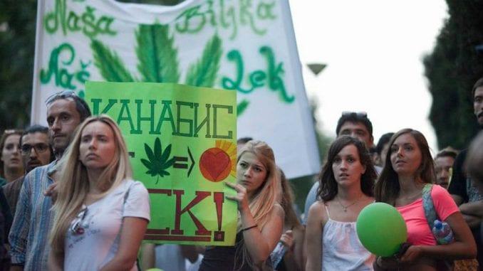 Obeležavanje Svetskog dana kanabisa 20. aprila ispred Vlade Srbije i RTS 4