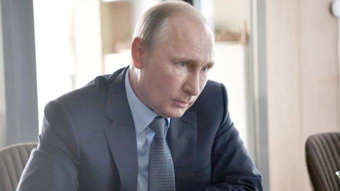 Kremlj: Putin izbegava masovne skupove i testira se na korona virus 1