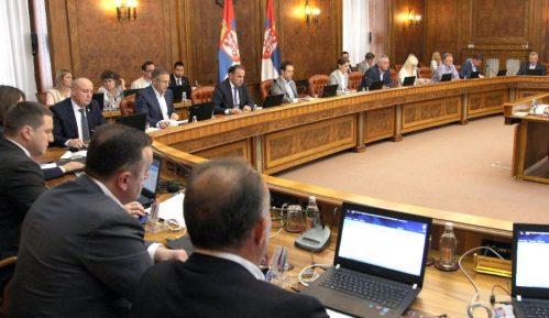 Novosti: Ako SNS opet osvoji vlast, bez fotelje u Vladi ostaće skoro svi ministri 2