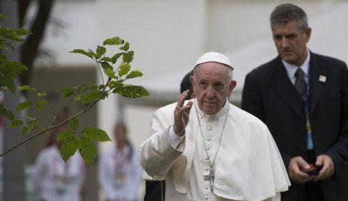 Papa ponekad zaspi na molitvi 10