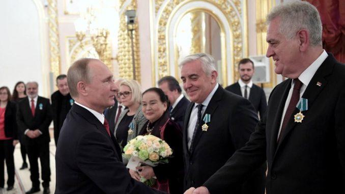 Putin odlikovao Nikolića 1