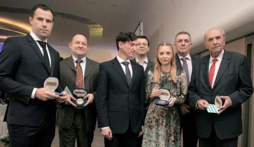 Ambasador Ukrajine uručio nagradu novinarki Danasa 3