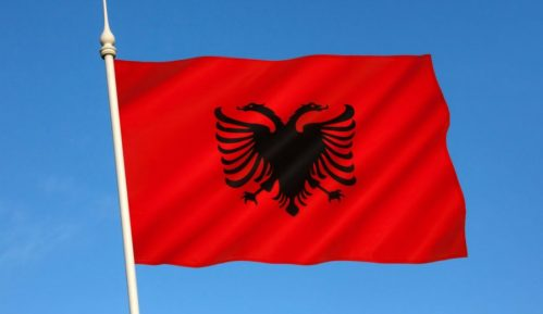 Na zgradama opština u Bujanovcu i Preševu albanske zastave 11