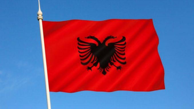 Na zgradama opština u Bujanovcu i Preševu albanske zastave 3