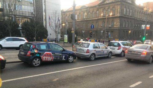 Instruktori auto-škola protestuju ispred Vlade 3