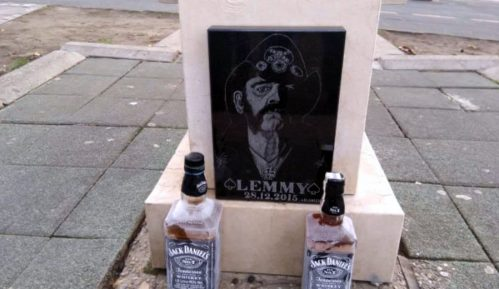 Fanovi postavili spomen-ploču Lemiju Kilmisteru na Zvezdari 15