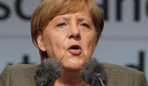 Merkel osudila paljenje zastava Izraela u Nemačkoj 14