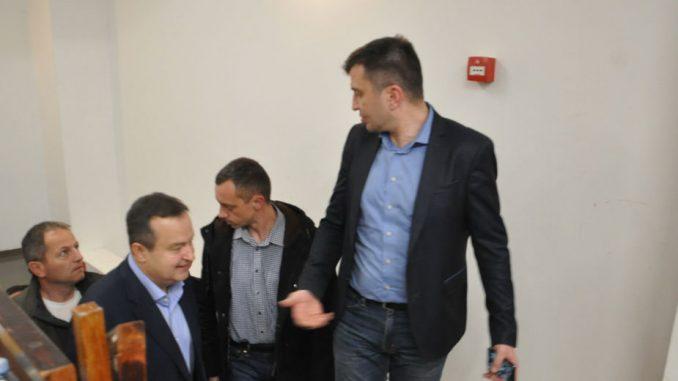 Ministar Đorđević na miting SNS kolima dečje ustanove 1