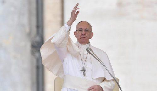 Papa: Prihvatiti siromašne i strance 9