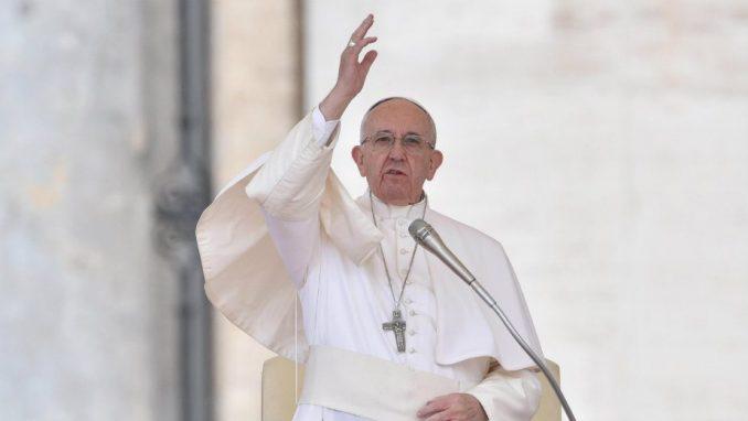 Papa: Prihvatiti siromašne i strance 1