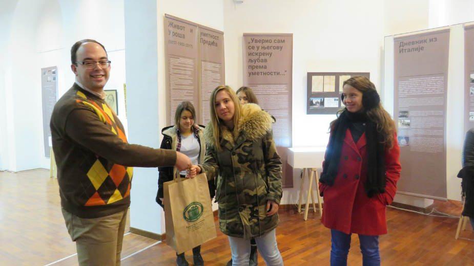 Pethiljaditi posetilac izložbe o Urošu Prediću 1