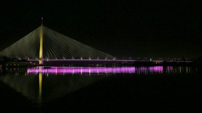 Beograd: Mostovi osvetljeni u bojama i 2.000 zastava Srbije 1