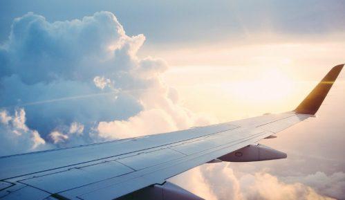 """Uzbuna u avionu – """"naoružan"""" pokušao da otme stjuardesu 6"""