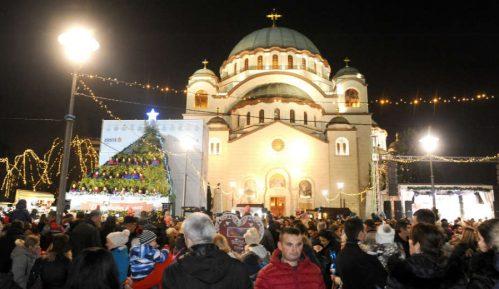Božićno seoce ispred Hrama: Provod za praznike i buka za komšije (VIDEO) 15