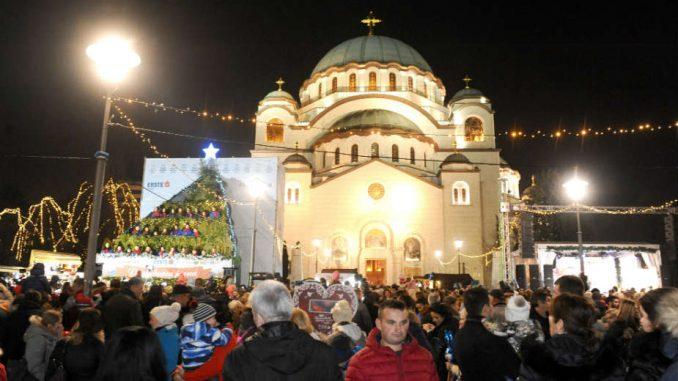 Božićno seoce ispred Hrama: Provod za praznike i buka za komšije (VIDEO) 1