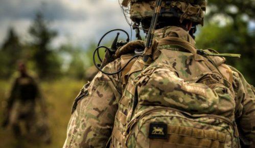 SAD počeo da raspoređuje vojsku na granici sa Meksikom 14