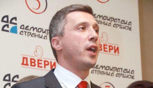 Dveri predložile predsednika Skupštine Čačka za nagradu jer je obesmislio sve u Skupštini 12
