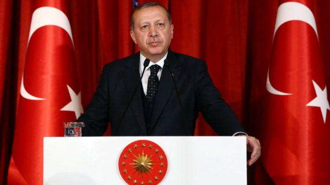 Erdogan poručio Makronu da je on u stanju moždane smrti 1