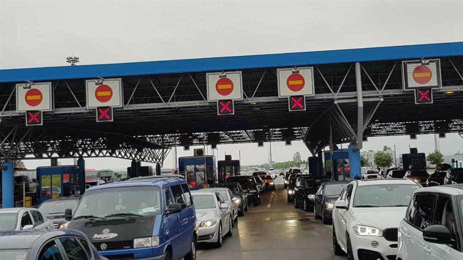 AMSS: Umeren saobraćaj, duža čekanja za kamione na granicama 1