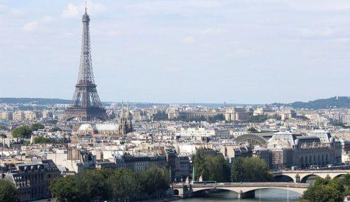 Francuska uz zvona praznih crkava i sveće odala počast žrtvama virusa 15