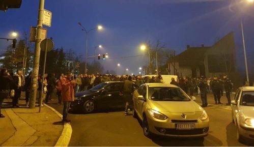 Građani blokirali ulicu zbog izbodenog mladića 6