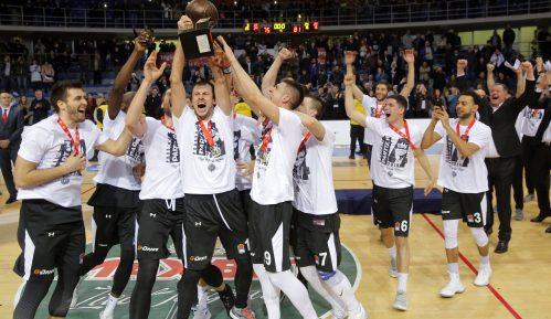 Zvezda, Partizan i KSS osuđuju skrnavljenje pehara 14