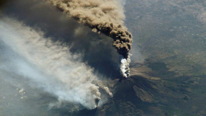 Šta to izbacuje Etna? 8