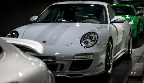 Bela boja i dalje broj jedan za automobile 7