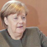 Merkelova putuje u Francusku na sastanak sa Makronom 11