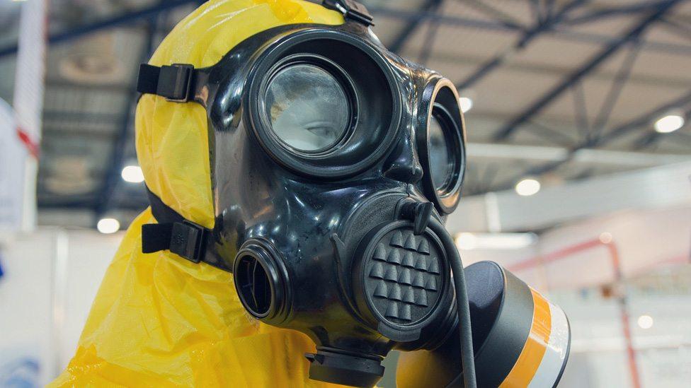 Zaštitno odelo za proveravanje prisustva otrovnih hemikalija