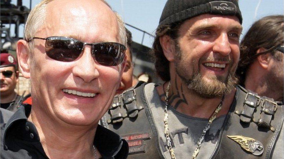 """Vladimir Putin (levo) i """"Hirurg"""" 2010. u Sevastopolju, Ukrajina"""